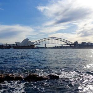 Ce panorama offre une superbe vue sur le fameux pont et l'opéra.