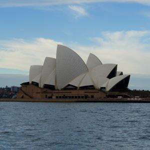 Et pour terminer, un autre point de vue, plus proche de ces deux chefs d'œuvre d'architecture.