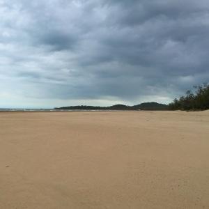 Lors d'un arrêt dans un camping complètement perdu, nous avons découvert qu'il cachait cette très jolie plage sauvage.